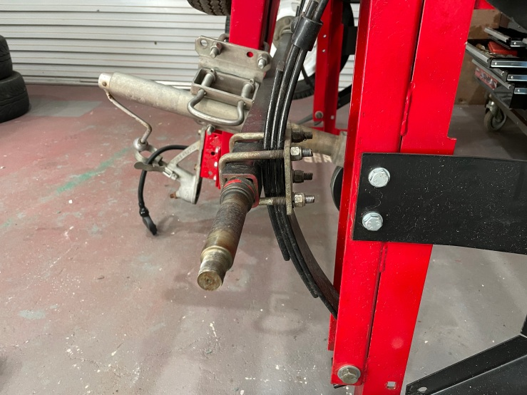 the factory setup of the standard square axle, mounted underneath the leaf springs.